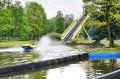 Hit parku - łódź na zjeżdżalni