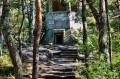 Pozostałości fortyfikacji w lesie