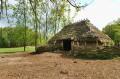 Jedna z prehistorycznych chat poza grodem