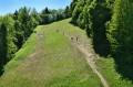 Widok z kolejki na szlak pieszy