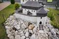Rekonstrukcja zamku w ogrodzienieckim Parku Miniatur