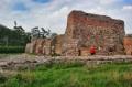Ruiny zamku wraz z rekonstrukcją muru