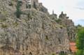 Widok na zamek w Omiszu z łodzi
