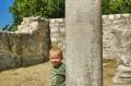 Zabawa w ruinach bazyliki