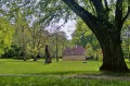 Domek ogrodnika w parku