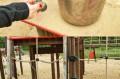Opisane w relacji niebezpieczne usterki na placu zabaw
