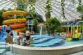 Aquapark, brodzik na 1. planie