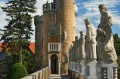 Ścieżka po murach z posągami królów