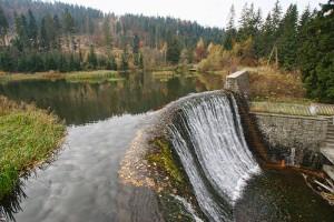 Wodospad i jeziorko