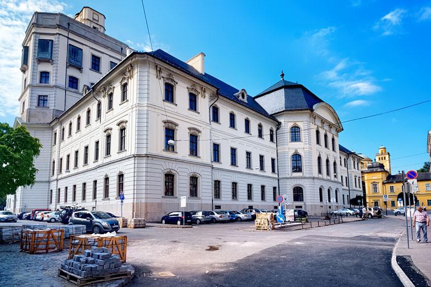 Budynek Liceum z wieżą