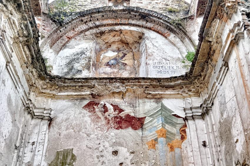 Ściany ze śladami malowideł